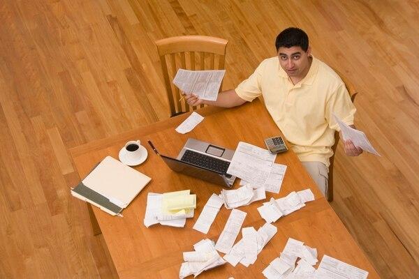 Los gastos deducibles son aquellos que están asociados a la generación de ingresos actuales o futuros de una empresa.
