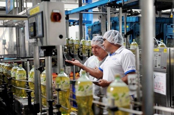 El impacto de la caída del mercado accionario está directamente influenciado por las menores negociaciones de Florida Ice & Farm Co. Las acciones de este emisor cayeron un 54,1% entre junio del 2014 y el mismo mes del 2013..