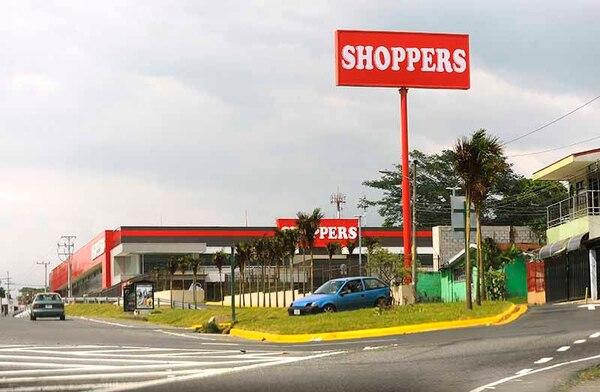 Shoppers está ubicado cerca de la rotonda de las Garantías Sociales, sobre circunvalación.
