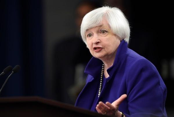 - La presidenta de la Reserva Federal (Fed), Janet Yellen, da una rueda de prensa sobre la decisión de la Fed de iniciar el ajuste monetario en EE.UU en Washington, Estados Unidos, hoy 16 de diciembre de 2015. Yellen remarcó hoy que la subida de tipos de interés en EE.UU. en 25 puntos básicos acordada, hasta situarlos entre 0,25 % y 0,50 %, supone