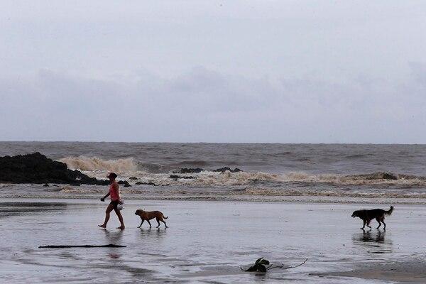 En las cercanías de las playas esperan con ansias el regreso de los turistas extranjeros quienes tienen un gasto promedio diario mayor al de los nacionales. Fotografía: Rafael Pacheco.