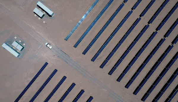 Planta fotovoltaica Villanueva (PV) operada por la empresa italiana Enel Green Power en el desierto cerca de Villanueva, un pueblo ubicado en el municipio de Viesca, estado de Coahuila, México. Fotografía: AFP.