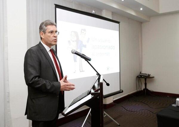 Manuel Emilio Ruiz, director de la Sutel, presentó las estadísticas del mercado de telecomunicaciones de Costa Rica este martes 19 de junio. (Foto Albert Marín)