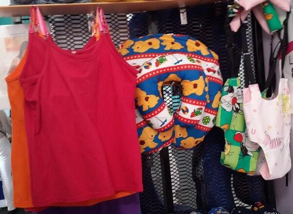 La empresaria también cose ropa para mujeres embarazadas y para bebés.