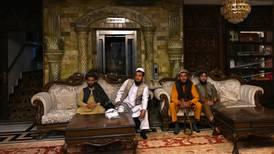 Los talibanes toman el lujoso palacio del ex vicepresidente afgano y abren una nueva era en Afganistán