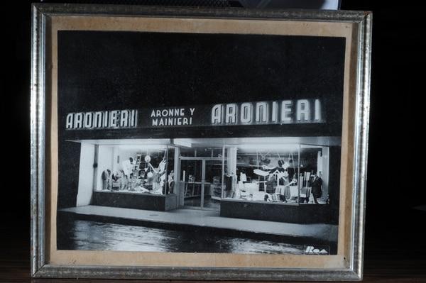 La marca inicialmente se llamaba Aronne y Mainieri, por los apellidos de los dos fundadores. Ambos venían del sur de Italia, pero no eran familia.