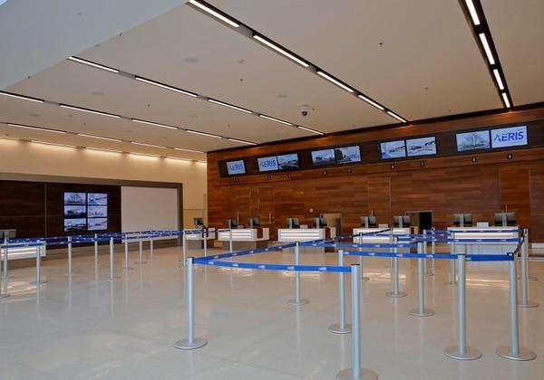 Fotografías de la nueva terminal doméstica del Aeropuerto Internacional Juan Santamaría, que cuenta con espacios más amplios destinados a los pasajeros de vuelos internos y sistemas más modernos para la atención y revisión de visitantes y su equipaje. En la foto, el área de counters. Fotos: Mayela López