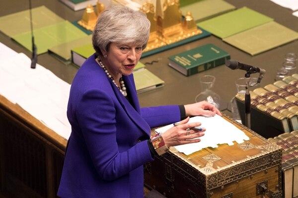 Reino Unido tiene previsto abandonar el bloque el próximo 29 de marzo. Pese a no contar todavía con un pacto ratificado por ambas partes que aleje la posibilidad de un divorcio abrupto, la dirigente británica descartó el domingo postergar la fecha de salida. Foto: AFP