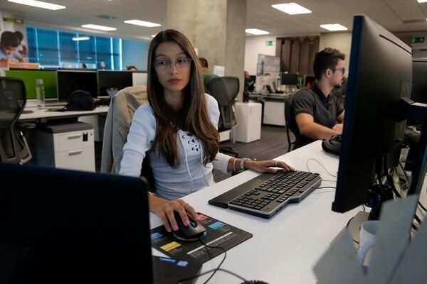 Ivannia Sánchez es una de las programadoras de los robots que operan en Western Union Costa Rica. (Foto: Mayela López).