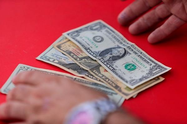 04/12/2020 Grupo Nación. Fotografías conceptuales para temas de dólares, cambio de dólares, tipo de cambio, etc. Foto: Rafael Pacheco