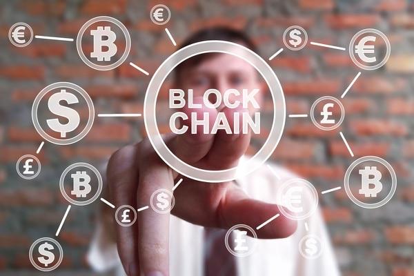 Blockchain es la tecnología sobre la que funcionan las criptomonedas. Es un registro público que está en la web y que nadie puede modificar, permite la trazabilidad de los criptoactivos y la transparencia de las transacciones entre usuarios. Foto: Shutterstock.
