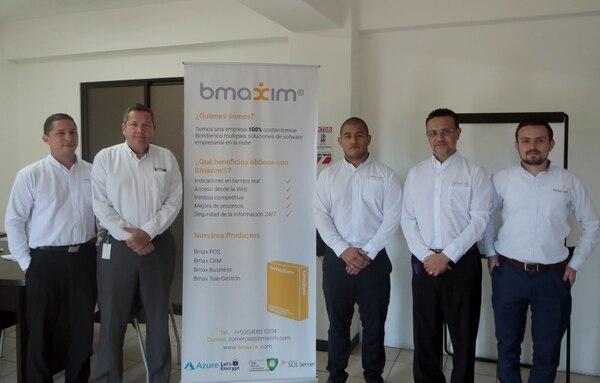 Johnny Alcázar, Manfred Acosta, Diego Arce, Ricardo Arce y Kenneth Zamora de la empresa Bmaxim. (Foto Alonso Tenorio)