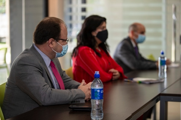 Entrevista con el equipo económico del gobierno: Pilar Garrido, ministra de Planificación; Elián Villegas, ministro de hacienda; y Rodrigo Cubero, presidente del Banco Central de Costa Rica (BCCR), para hablar sobre la negociación con el FMI. Fotografía: José Cordero.