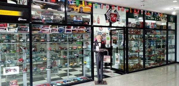 La tienda de Plaza Mayor se abrió cuando los clientes preguntaron dónde ir a ver la colección completa. (Fotos cortesía F y N Modelos a Escala para EF)