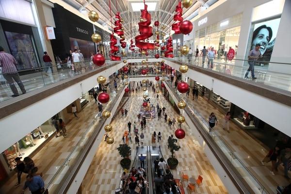 Multiplaza Escazú es uno de los centros comerciales con menor cantidad de locales comerciales disponible. Fotografía: John Durán