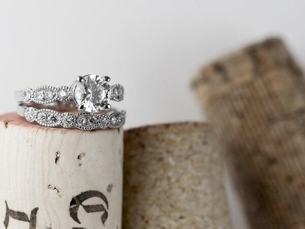 Los anillos son de oro: puede ser blanco, amarillo o rosado. (Impegno para EF).