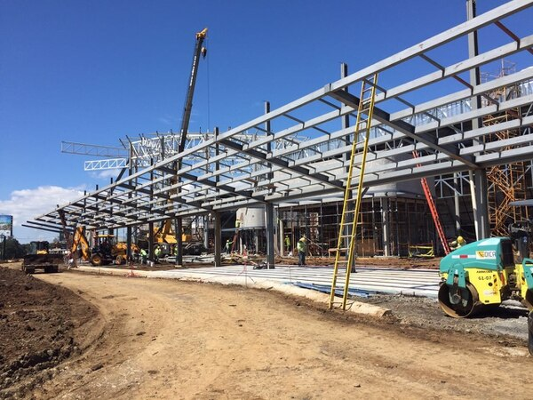 La construcción del Centro Nacional de Congresos y Convenciones, ubicado en Barreal de Heredia, tiene un avance del 80% tras 10 meses de haber iniciado las obras.