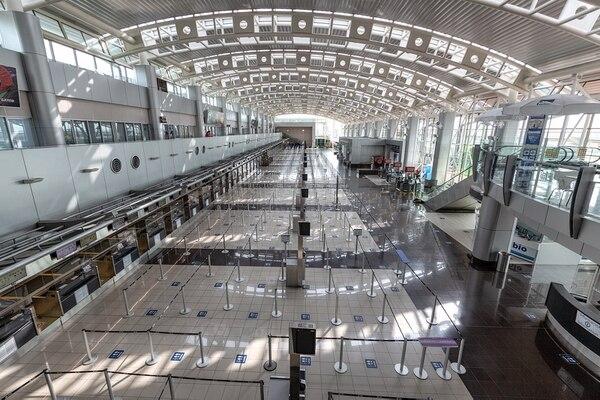 El país pasó casi cinco meses sin recibir vuelos comerciales. El 1 de agosto se abrieron las fronteras aéreas para una diminuta lista de países. Foto: Andrés Meneses.