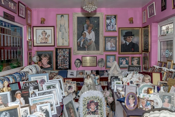 5/01/2017. USAR SOLO En EL FINANCIERO.A room dedicated to Princess Diana at the home of collector Margaret Tyler in London, Dec. 19, 2017. A dedicated royalist, Tyler has filled her home with commemorative items, which insurers have valued at £40,000. (Andrew Testa/The New York Times)