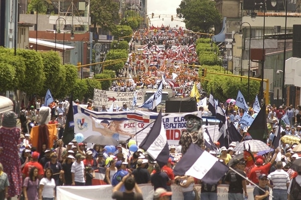 En pie de guerra. Los sindicatos creen que el Gobierno les dará un oportunidad dorada para unirse en las calles, si insiste en proponer un plan para ordenar los salarios del sector público. | ARCHIVO GN PARA EF