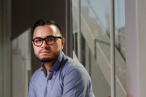 Kenneth Calderón es el fundador de VICU, la nueva criptomoneda costarricense. Foto: Albert Marín.