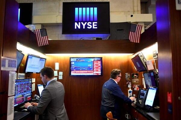 Las acciones de Wall Street terminaron con fuertes pérdidas el 24 de febrero de 2020, uniéndose a una derrota mundial ante la creciente preocupación de que el coronavirus descarrile el crecimiento económico. Fotografía: AFP.