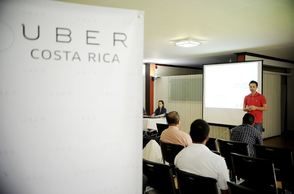 Uber empezó a capacitar conductores en agosto para que sumaran como socios y pudieran ofrecer servicios de transporte en el país.