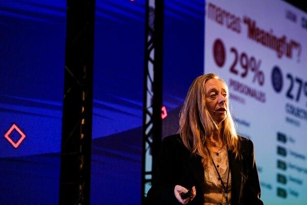 Gabriela Kurincic, de Arena Media, explicó que el Meaningful Brands es encontrar y explorar el aporte o beneficio a la calidad de vida que hace la marca para crear un vínculo con las personas. (Foto Alejandro Gamboa)