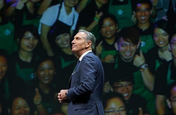 Howard Schultz se unió a Starbucks en 1982 como director comercial y se le considera el autor del éxito mundial de la cadena de cafeterías.