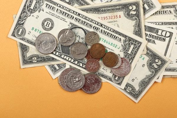 Este viernes el tipo de cambio de referencia para la venta cerró en 615,24 y el de compra en 608,50. Foto: Shutterstock ACTUALIZAR PIE DE FOTO CON DATOS DE TC DE REFERENCIA PARA COMPRA Y VENTA DE DIVISA
