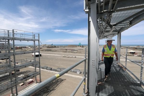 APM Terminals, compañia encargada de la construcción y operación de la Terminal de Contenedores de Moín (TCM) muestra en recorrido avance de las obras de la segunda fase constructiva / en la foto Marco Cruz. Fotografía: John Durán