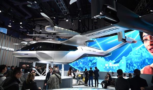 Hyundai presentó en el CES su prototipo de auto volador en alianza con Uber. Las compañías esperan que este vehículo comience a circular en 2023. Foto: AFP.