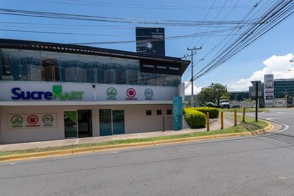 Farmacias Sucre abrió en junio de 2018 su tienda Sucremart, que es una combinación de productos de farmacia, conveniencia y mascotas. Fotografía: José Cordero