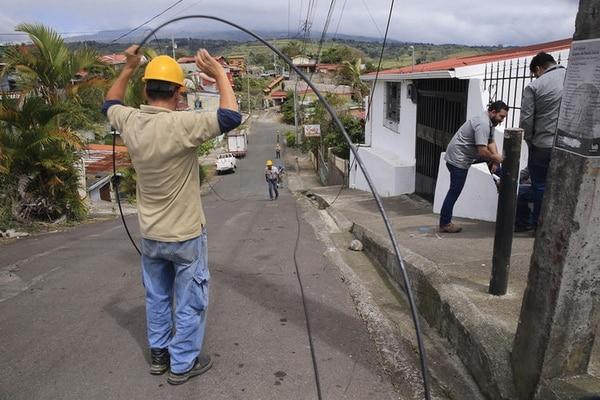 El despliegue de fibra óptica forma parte de los esfuerzos de los operadores, pero los usuarios deben verificar si el servicio cumple con las condiciones que promete este tipo de enlaces. (Foto archivo GN)