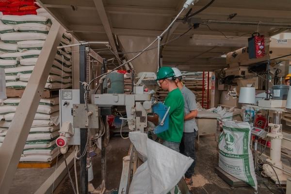 Corporación Multi Inversiones invierten $12 millones en una planta de alimentos para animales en Orotina
