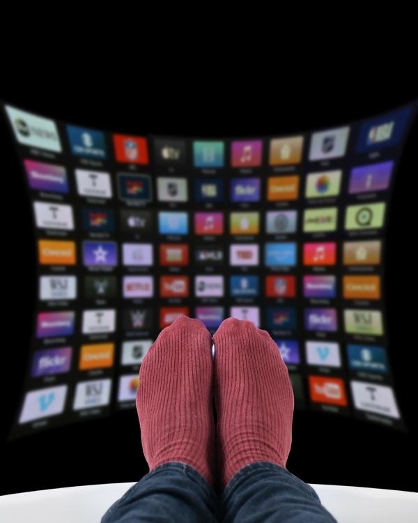 Los servicios de los operadores ofrecen de 3.000 a más de 36.000 títulos de video streaming. (Foto Albert Marín / Archivo GN)