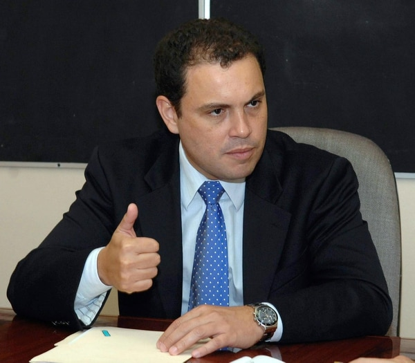 El ministro de la Presidencia, Carlos Ricardo Benavides, indicó que el Gobierno está de acuerdo en enviar a consulta de constitucionalidad el plan para frenar los capitales golondrina.