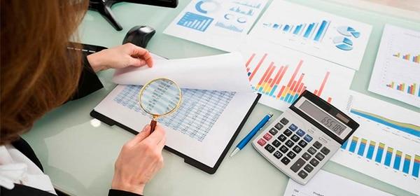 Las pequeñas empresas y los profesionales que brindan servicios deben informarse bien sobre las tareas que le corresponden para aplicar el IVA. (Foto archivo GN)