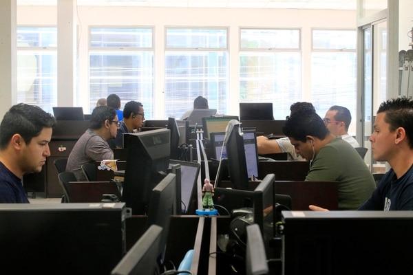 La demanda de profesionales en tecnología certificados ha venido incrementándose, pues las empresas requieren garantizar que las inversiones en sus proyectos se realizan en forma adecuada. (Foto Rafael Pacheco / Archivo)