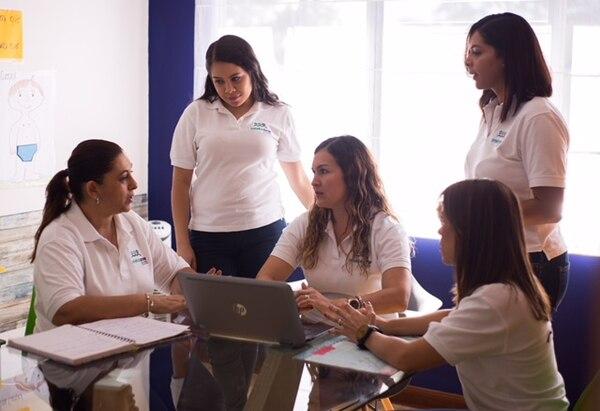 El equipo de trabajo está compuesto por una profesional en educación especial, una terapeuta ocupacional, una terapeuta de lenguaje, una nutricionista y dos psicólogas. El esposo de Rojas colabora en la parte administrativa financiera del negocio. (Foto: One to One para EF).