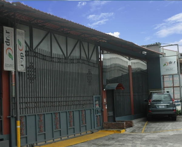 DR&R Ingeniería está ubicada en San Miguel de Santo Domingo de Heredia, sobre la ruta 32. Estableció la alianza comercial con Firestone Building Products en setiembre de este 2014.