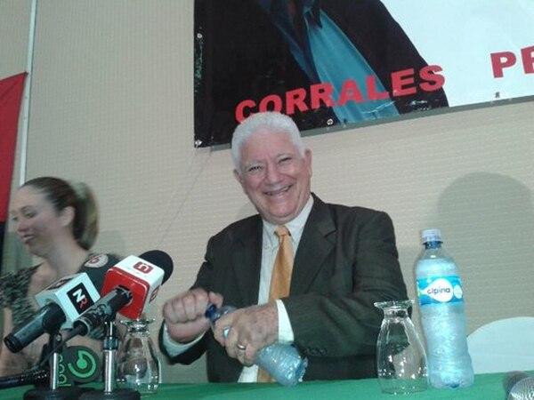 El exdiputado José Miguel Corrales, postuló este miércoles su nombre como precandidato presidencial para las elecciones de febrero de 2014. Foto: Eyleen Vargas