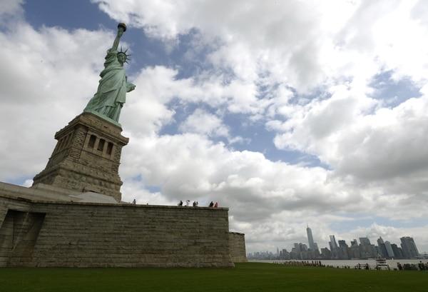 Fotografía tomada este 4 de julio, en Liberty Island, durante la reapertura de la Estatua de la Libertad.