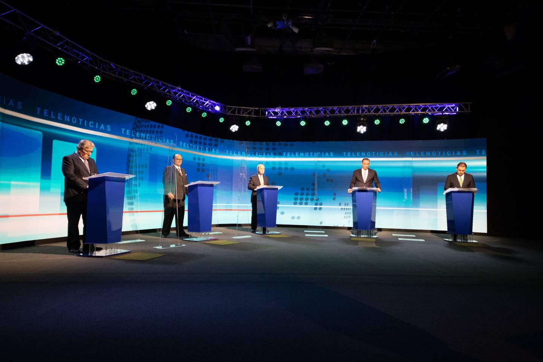 Los precandidatos del PLN debaten en Teletica, este jueves por la noche, previo a la convención del partido, este domingo 6 de junio. Foto: Cortesía.