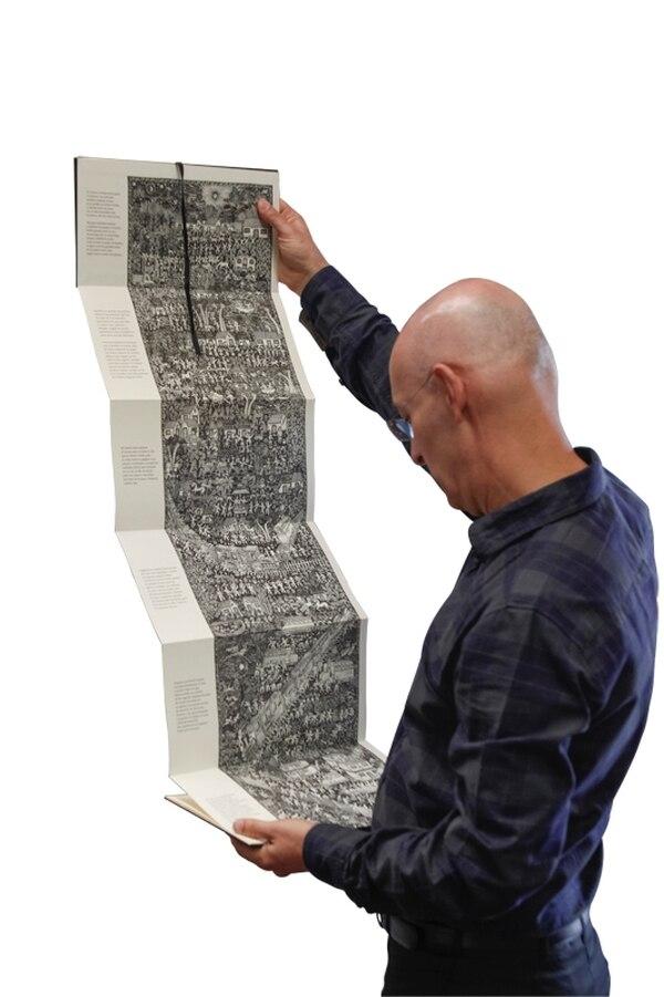 Ronulfo Jiménez encontró un libro de poesía impreso e ilustrado como un amate azteca.