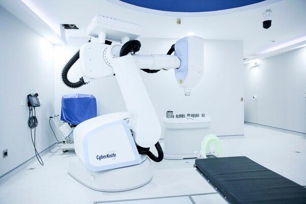 04/10/2018. Centro Oncológico Costarricense (C.O.C.), la Uruca. Hora 1:30 p.m. Primer centro médico especializado en atención integral del cáncer, será inaugurada la primera etapa el próximo 15 de noviembre y contará con tecnología exclusiva en toda centroamerica, como es el caso del equipo ubicado en el sótano del edificio o búnker con uno de los robots más avanzados en radiocirugía el Cyberknife y el segundo robot se encuentra en el primer piso llamado robot Intego. En la foto la sala en donde se encuentra el robot Cyberknife. Fotografía Marcela Bertozzi/Agencia Ojo por Ojo