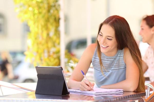 Se ofrecen cursos de liderazgo, ventas, comercio electrónico, para empezar a exportar, entre otros. (Foto: Shutterstock).