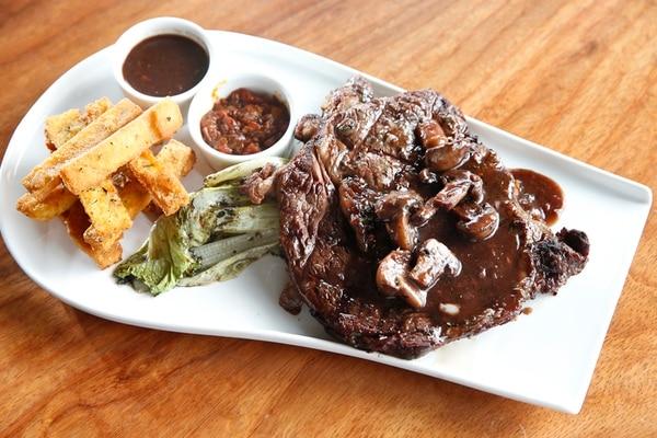 Cortes de carne, sabroso pescado y ricos postres, forman parte del menú de City Chef.