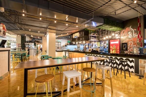 El mercado gastronómico Por media calle se ubica en el desarrollo de uso mixto Santa Verde, en Heredia. (Foto: Dual Arquitectura y Construcción para EF).