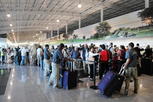 César Jaramillo, gerente general de Coriport, descartó que las operaciones del Aeropuerto Daniel Oduber en Liberia se vean afectadas por la decisión. Fotografía de Jorge Castillo.